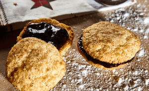 Biscuit with artificial sweeteners topping and flour